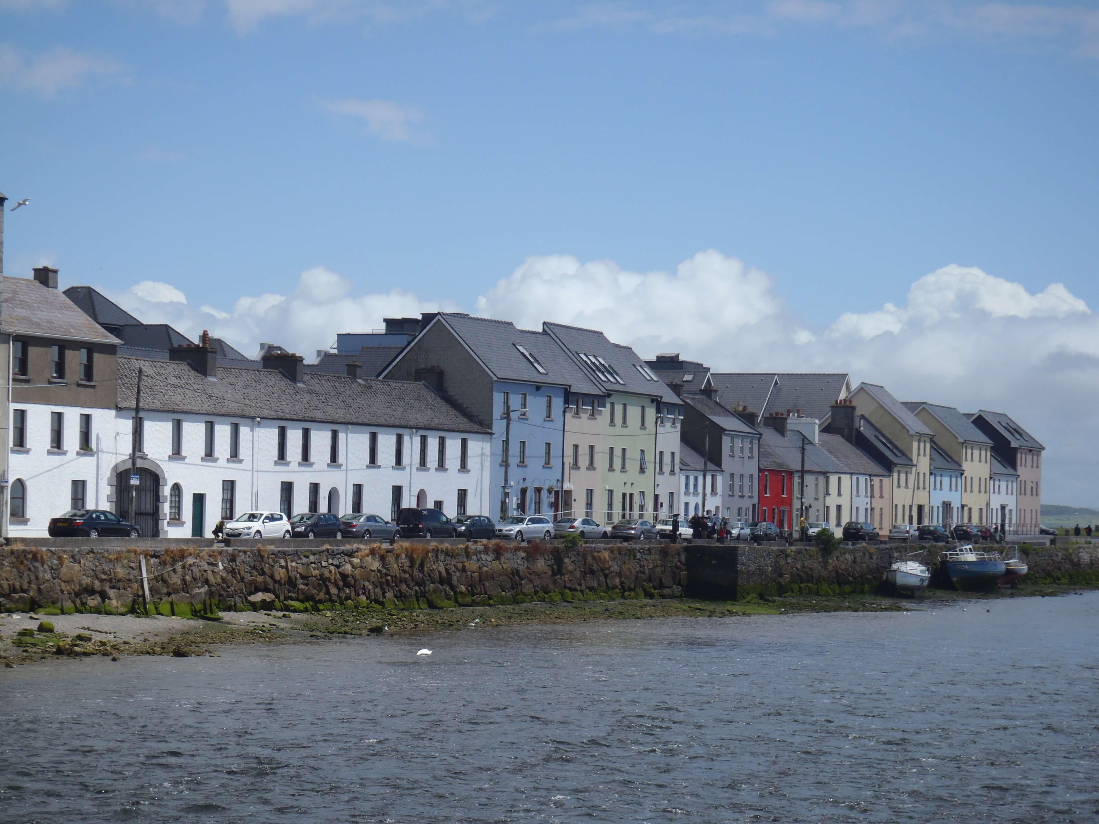 http://www.blog-trotteurs.com/wp-content/uploads/2013/06/Galway_houses.jpg